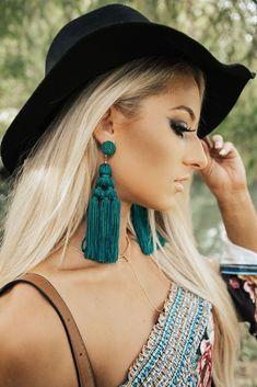 Elegant Gold Dangle Earrings- aquamarine earrings/ chic/ special occasion/ fancy/ bridesmaid gifts/ gifts for her/ wedding earrings Fine Jewelry Ideas Tiny Stud Earrings, Dangly Earrings, Simple Earrings, Flower Earrings, Tassel Earing, Macrame Earrings, Long Tassel Earrings, Macrame Jewelry, Boho Jewelry