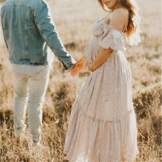 Couple Maternity Poses, Maternity Photo Outfits, Outdoor Maternity Photos, Maternity Photography Outdoors, Casual Maternity, Maternity Fashion, Boho Maternity Dress, Summer Maternity Photos, Photo Shoot Outfits