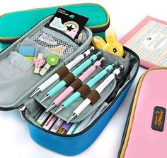 Collection of 18 awesome back to school supplies for girls. These must-have school essentials gonna make you feel so excited for going back to school. (Cool Crafts For School) Cool Pencil Cases, Diy Pencil Case, Pencil Pouch, Pencil Holder, Pencil Boxes, Pencil Sharpener, Artist Pencil Case, Diy Back To School Supplies, School Supplies Organization