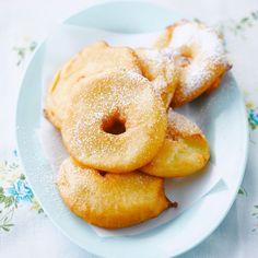 Découvrez la recette Beignets aux pommes très faciles sur cuisineactuelle.fr.
