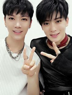 7.17.16 NCT Vyrl Update #SMTownOsakaDay2 Ten and Jaehyun
