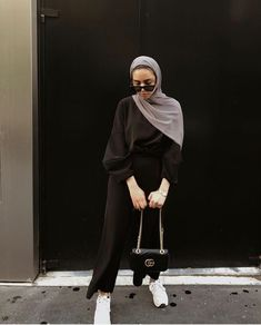 Muslim Fashion 359936195220921179 - Hijab + French Girl Style + Monochrome (dinaktb) Source by keberahmatagmai Modest Fashion Hijab, Modern Hijab Fashion, Street Hijab Fashion, Casual Hijab Outfit, Hijab Fashion Inspiration, Hijab Dress, Muslim Fashion, Look Fashion, Girl Fashion