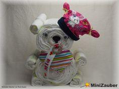 Windelbärchen mit individueller Mütze, Halstuch und Schnullerband. (Diaper Bear, Diaper Cake, Baby Shower, Babyshower, Windeltorte, Windelfigur, Windeltier, Geburtsgeschenk)