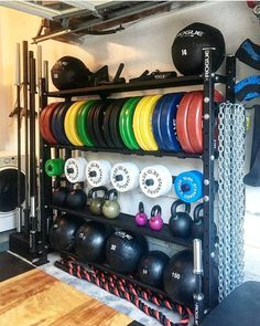 30 Best Home Gym Ideas and Gym Rooms for Your Training Room Garage gym Home Gym Garage, Diy Home Gym, Home Gym Decor, Gym Room At Home, Basement Gym, Man Cave Garage, Gym Shed, Crossfit Home Gym, Dream Home Gym