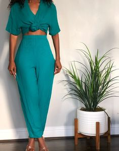 Image of Kelly Green Light Knit Play Suit (L) Black Women Fashion, Look Fashion, New Fashion, Autumn Fashion, Womens Fashion, Fashion Design, Yellow Fashion, Classy Outfits, Chic Outfits