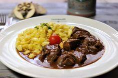 Gulasch und frische Spätzle #Bavarianfood #germanfood #munich Wood Charcoal, Charcoal Grill, City Restaurants, Pork, Beef, Goulash, Fresh, Easy Meals, Charcoal Bbq Grill