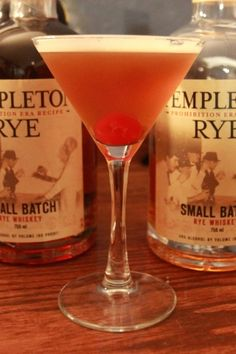 Templeton Rye is the best Manhattan whiskey. Templeton Rye, Vintage Cocktails, Homemade Beer, Chicago Bears, Mixed Drinks, Yummy Drinks, Manhattan, Cheers, Whiskey