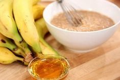 Banana & Honey Face Mask for Sensitive Skin Homemade Moisturizer, Anti Aging Moisturizer, Honey Face Mask, Clay Face Mask, Banana Facial, High Glycemic Foods, Anti Aging Mask, Happy Skin, Good Skin