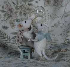 mice blowing bubbles - absolutely love these mice!  Saw her work showcased in the magazine Daphne's Diary, the UK version