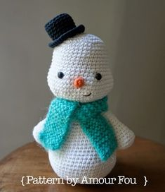 Amigurumi Snowman By Amour Fou - Free Crochet Pattern - Scroll Down For English… Crochet Snowman, Crochet Patterns Amigurumi, Amigurumi Doll, Crochet Dolls, Crochet Crafts, Crochet Projects, Crochet Winter, Holiday Crochet, Handmade Christmas Presents