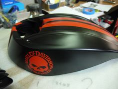 Réservoir Harley davidson noir satiné avec bande et marquage orange