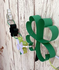 Paper shamrock chain and 3d stand up shamrock