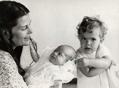 królowa Szwecji Sylwia, książę Värmland Karol Filip i księżniczka Västergötland Wiktoria [1979r.]