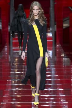 Versace | Autumn/Winter 2015-16 | Ready to Wear Check more at http://www.blogyblog.net/versace-autumnwinter-2015-16-ready-to-wear/