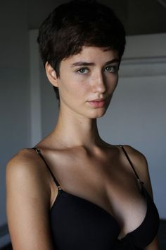 There's something kind of nineties about Meli. Undercut Hairstyles Women, Pixie Hairstyles, Pixie Haircut, Girl Short Hair, Short Hair Cuts, Short Hair Styles, Cabelo Inspo, Pretty People, Beautiful People