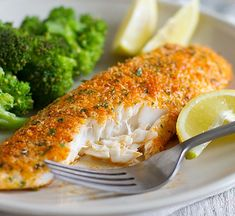 fish recipes This Parmesan Crusted Tilapia is a simple fish recipe that is done in 20 minutes and will even impress non-fish lovers! Best Fish Recipes, Tilapia Fish Recipes, Salmon Recipes, Healthy Recipes, Talapia Recipes Easy, Orange Recipes, Healthy Food, Appetizers, Eating Clean