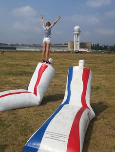 Toothpaste tubes to raise awareness of the importance of recycling in big cities - these benches are located at Tempelhof Airfield in Berlin! For more info see: www.albertconcepts.com #berlin #marketing #guerrillacampaign #recyclingganzgross