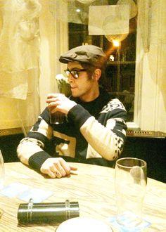 Joe Gilgun ... With A Parrot ... Bahaha! Precious!