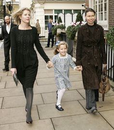Lady Sarah Chatto Photos - Members of the British & Foreign Royal Families attend a party in honour of Prince Charles's birthday at the Goring Hotel. - Royal Families Arriving At Goring Hotel Margarita Armstrong Jones, Lady Sarah Armstrong Jones, Lady Sarah Chatto, Pincesse Margaret, Captain Peter Townsend, Princesa Real, British Royal Families, Queen Pictures, Daughter In Law