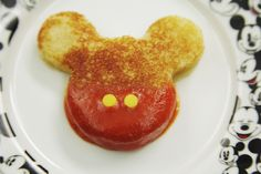 Mickey Mouse Grilled Cheese - There's no better combo than grilled cheese and tomato soup. Put your Mickey Mouse cookie cutter to use, and make this classic favorite even more magical! Disney Desserts, Disney Snacks, Disney Food, Disney Recipes, Disneyland Food, Cute Food, Yummy Food, Comida Disney, Disney Inspired Food
