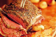 Roast Beef with Mustard Topping - Make delicious beef recipes easy, for any occasion Home Recipes, Beef Recipes, Le Diner, Easy Food To Make, Roast Beef, Pork, Easy Meals, Health, Mustard
