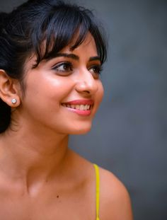 Rakul Preet Singh Looks Super In Tight Jeans and a Revealing Yellow Top South Actress, South Indian Actress, Beautiful Indian Actress, Beautiful Actresses, Beautiful Women, Simply Beautiful, Ladies Vs Ricky Bahl, Freida Pinto, Cute Girl Pic