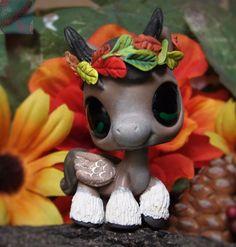 Littlest Pet Shop Chibi Forest Spirit Pegasus Horse ooak custom figure LPS Angel Little Pet Shop, Little Pets, Chibi, Custom Lps, Lps Accessories, Lps Toys, Lps Littlest Pet Shop, Kawaii Room, Pegasus