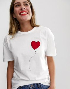 Buy Wednesday's Girl relaxed t-shirt with heart balloon print at ASOS. With free delivery and return options (Ts&Cs apply), online shopping has never been so easy. Get the latest trends with ASOS now. Shirt Print Design, Shirt Designs, Diy Shirt, Tee Shirts, Diy Tank, T-shirt Broderie, T Shirt Painting, Printed Balloons, Heart Balloons