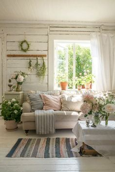 Summer House Interiors, Cottage Interiors, Cottage Style Decor, Country Decor, Rustic Cottage Decorating, French Cottage Decor, Cottage Ideas, Diy Decorating, Cottage Living Rooms