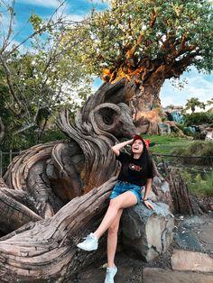 Picture ideas in animal kingdom. Run Disney, Disney World Trip, Disney Trips, Cute Disney Pictures, Disney World Pictures, Orlando Usa, Orlando Travel, Disney Poses, Disney Universal Studios
