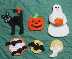 Halloween frig magnets.... Plastic Canvas Crafts, Plastic Canvas Patterns, Dishcloth, Bead Crafts, Magnets, Christmas Ornaments, Beads, Halloween, Crochet