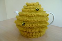 Hand knitted bee hive teapot cozy, honey pot, tea cosy with bees Teapot Cover, Knitted Tea Cosies, Cute Bee, Tea Cozy, Save The Bees, My Tea, Handmade Design, Cosy, Hand Knitting