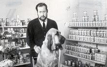 In England Clement Freud, Lucian Freud s brother became a household name appearing in dog food commercials alongside an equally mournful bloodhound named Henry.