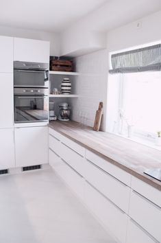 Astounding Diy Ideas: Minimalist Home Plans Design minimalist kitchen island apartment therapy.Minimalist Bedroom Closet Home minimalist kitchen island home. Kitchen Interior, Kitchen Corner, Kitchen Flooring, Living Room Decor Apartment, Kitchen Remodel, Furnished Apartment, Home Kitchens, Kitchen Renovation, Kitchen Design