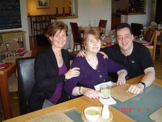 Lunch with Mom and Stu––and my hair short!