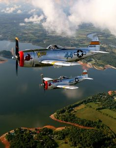 P-47 Wicked Wabbit and Hun Hunter XVI in formation