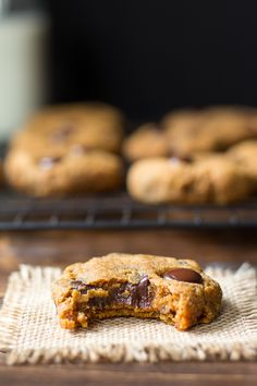 Soft and chewy Paleo Pumpkin Chocolate Chip Cookies with perfect texture, lots of chocolate and a hint of warm cinnamon and pumpkin pie spices. Paleo Dessert, Healthy Sweets, Delicious Desserts, Dessert Recipes, Dessert Bread, Dinner Recipes, Paleo Cookies, Cookie Recipes, Healthy Pumpkin Cookies