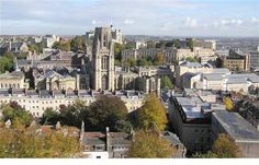Inglaterra - Universidade evacuada após aluno criar bomba no laboratório sem querer