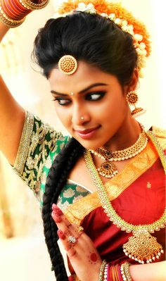 elegant and traditional make up and hair for south asian hindu bride