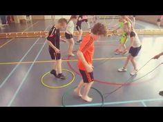 Hoepelrun estafette (De Spelles www.facebook.com/despelles ) - YouTube Fitness Games For Kids, Exercise For Kids, Pe Activities, Preschool Games, Drawing Games For Kids, Crossfit Kids, Picnic Games, Physical Education Lessons, Elementary Pe