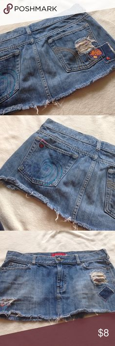 Vintage Hollister Jean Skirt sz 9 Great condition skirt ✅I accept offers via the offer button only ✅ Gift with all bundles! ✅ New items added weekly ✅Quick Shipping ❌Trades ❌Holds ❌PayPal ❌Lowball offers! Hollister Skirts Mini