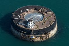 No Man's Land Fort, UK    http://www.theworldgeography.com/2012/07/10-incredible-sea-forts.html