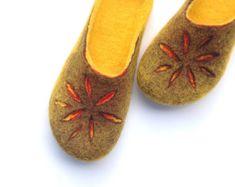 FELT SLIPPERS Women home shoes Handmade slippers by JurgaFeltLife