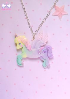 Have you ever dreamed about flying over the rainbow? This fairy enchanted pegasus can take you to a dreamy land! He's hand painted and decorated with a CCK sign, sparkles and tiny stars/hearts, so magical!☆゚  It's suspended on a silver tone chain necklace. 18 €♥