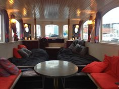 Boot in Amsterdam, Niederlande. This cozy boat lies within a 5 min walk from…