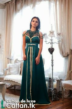 Une sublime robe de soirée 2014 verte sans manche imprégnée un design unique qui se considère parmi les pièces cafta nique rares, robe de haute couture en tissus satin de soie entièrement brodé en « sfifa » doré qui va vous attribuer plus de charme.