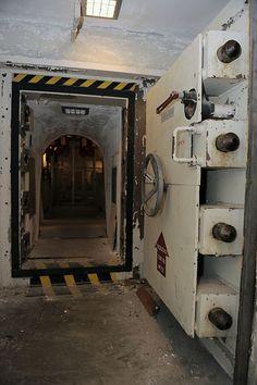 Underground Bunker Plans, Underground Shelter, Abandoned Buildings, Abandoned Places, Building A Bunker, Bunker Home, Secret Bunker, Bunker Hill Monument, Doomsday Bunker