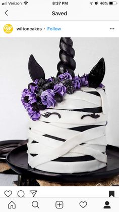 do you think of this mummy unicorn cake by 💜🦄🖤We love how everyone is getting so creative with their Halloween cakes! 😊What do you think of this mummy unicorn cake by 💜🦄🖤We love how everyone is getting so creative with their Halloween cakes! Halloween Desserts, Bolo Halloween, Postres Halloween, Halloween Birthday Cakes, Halloween Treats, Halloween Unicorn, Halloween Party, Halloween Cake Decorations, Holloween Cake