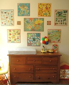 Use old board games as wall art. :] I have been collecting old board games.now a way to display! Old Board Games, Vintage Board Games, Game Boards, Look Vintage, Vintage Toys, Vintage Art, Vintage Ideas, Vintage Prints, Kid Spaces