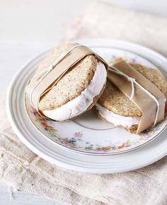 Lemon Almond Coconut Ice Cream Sandwiches from Good Things Grow. A healthier sweet treat of creamy coconut ice cream sandwiched between naturally sweet and flavorful lemon almond cookies. Vegan, gluten free and refined sugar free. Köstliche Desserts, Frozen Desserts, Frozen Treats, Delicious Desserts, Dessert Recipes, Yummy Food, Tasty, Summer Desserts, Slow Cooker Desserts